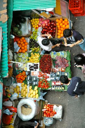 Hong Kong fruit and vegetable stand